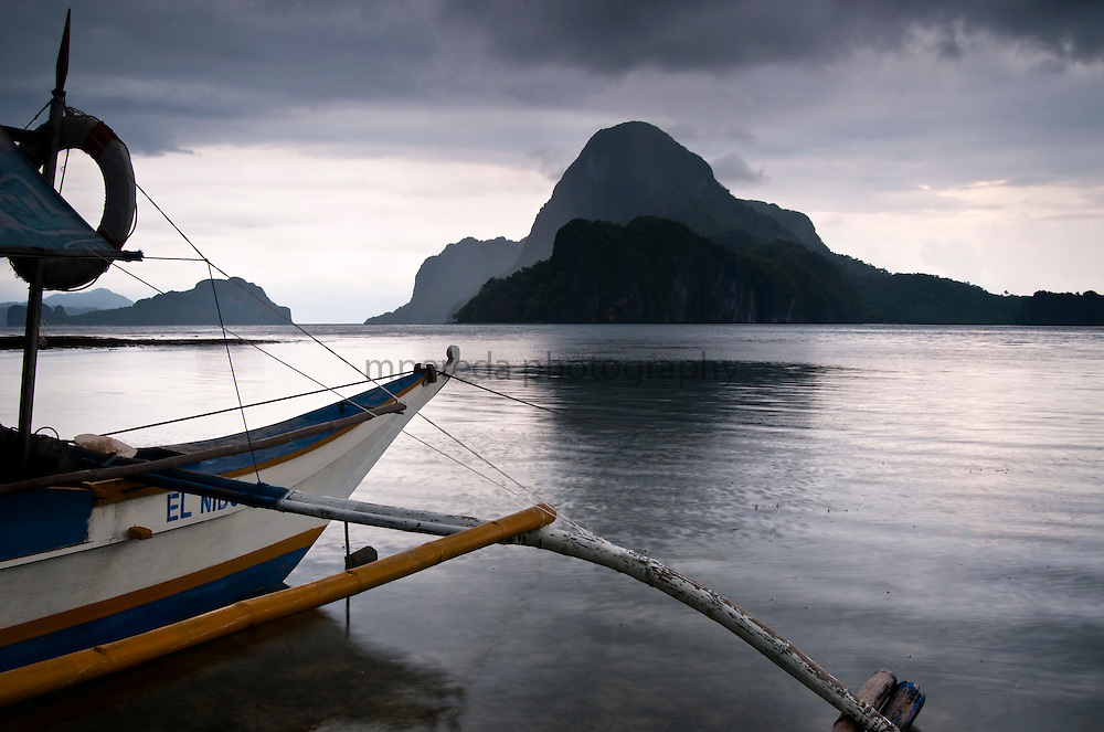 PALAWAN (Philippines). 2009. Boat in El Nido beach.