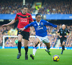 LIVERPOOL, ENGLAND - Saturday, February 20, 2010: Everton's Steven Pienaar and Manchester United's Michael Carrick during the Premiership match at Goodison Park. (Photo by: David Rawcliffe/Propaganda)