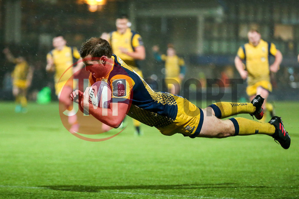 Max Stelling of Worcester Warriors scores a try - Rogan Thomson/JMP - 10/12/2016 - RUGBY UNION - Sixways Stadium - Worcester, England - Worcester Warriors v Newport Gwent Dragons - European Rugby Challenge Cup.