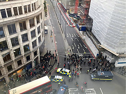 © Licensed to London News Pictures. 14/10/2015. London, UK. London Bridge in central London is currently closed by police due to a suspect package. traffic in both directions over the bridge has been stopped. . Photo credit: Kiril Piskunov/LNP
