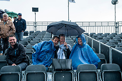 13-06-2019 NED: Libema Open, Rosmalen Grass Court Tennis Championships / Support in the rain for Kiki Bertens vs. Arantxa Rus in second round.