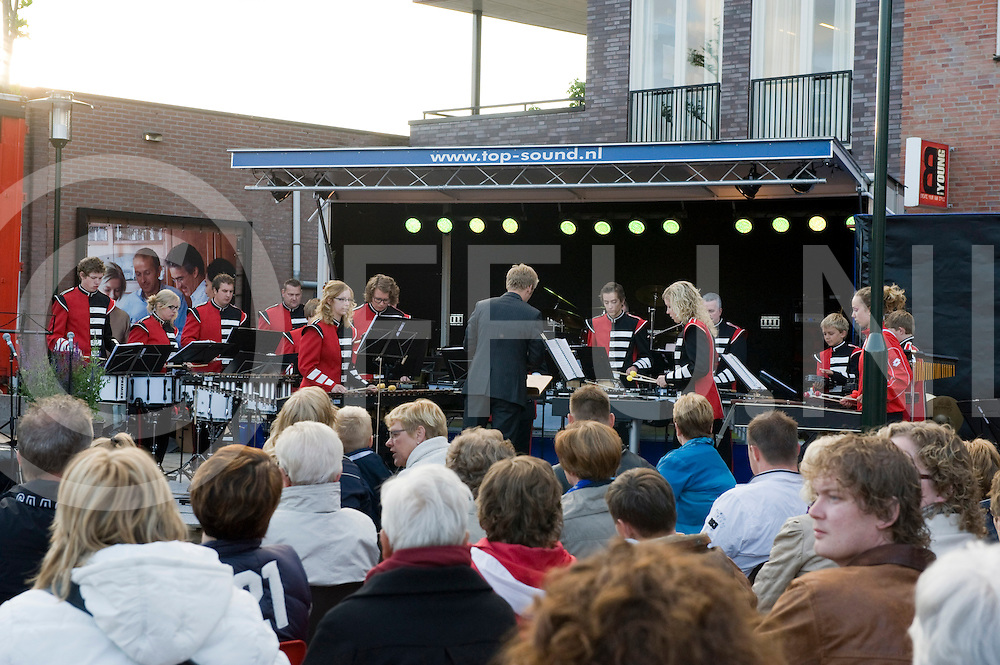 Jubileumconcert in de open lucht door muziekvereniging Harmonie Vroomshoop .FFU PRESS AGENCY COPYRIGHT Leo van den Berg..