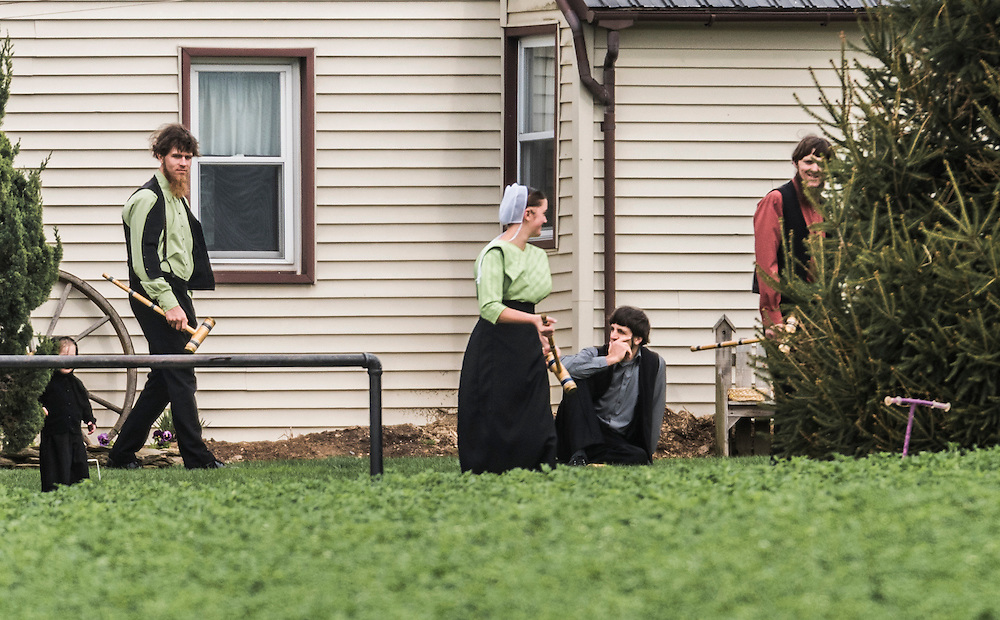 images of the Amish comunity at Lancaster, Pennsylvania