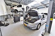 Nederland, Elst, 19-6-2017Garagebedrijf De Witte garage.Foto: Flip Franssen