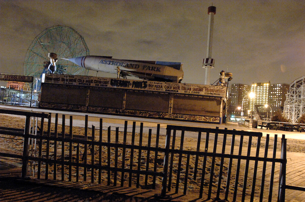 USA New York Coney Island aus der Serie Night Vision Nacht Nachtaufnahme