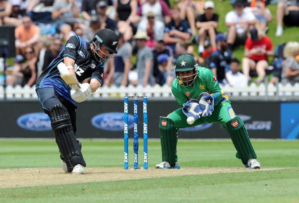 New Zealand's Mitchell Santner bats in front of Pakistan's Sarfraz Ahmed in the 1st ODI International Cricket match at Basin Reserve, Wellington, New Zealand, Monday, January 25, 2016. Credit:SNPA / Ross Setford