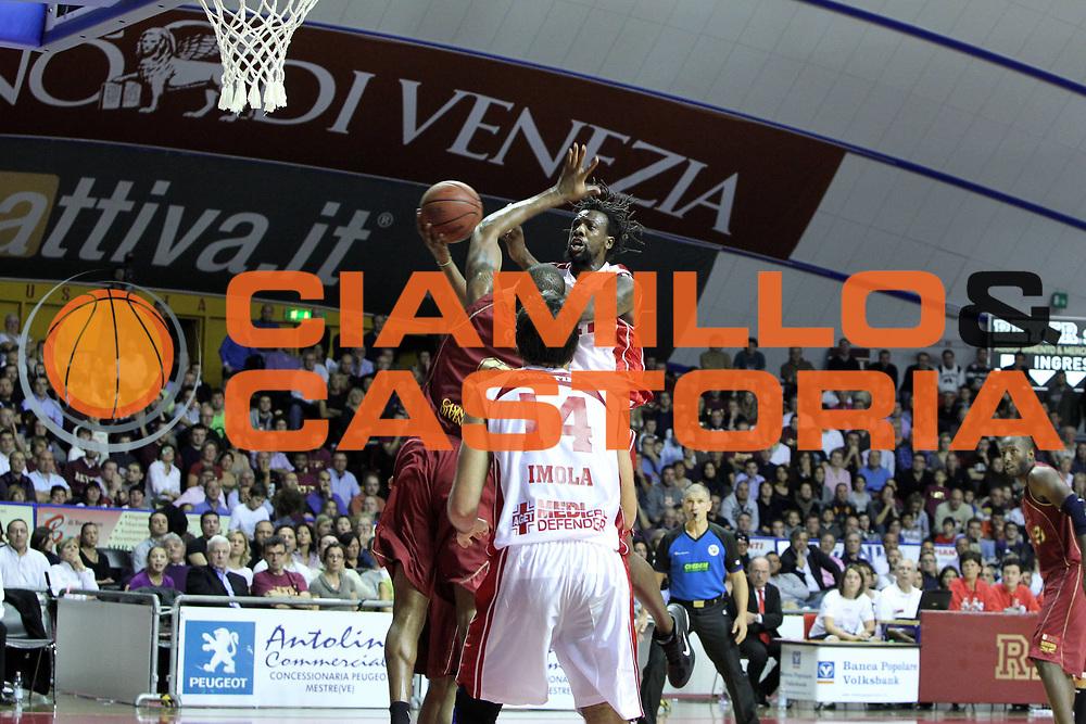 DESCRIZIONE : Venezia Lega Basket A2 2010-11 Umana Reyer Venezia Aget Imola<br /> GIOCATORE : Ndudi Ebi<br /> SQUADRA : Umana Reyer Venezia Aget Imola <br /> EVENTO : Campionato Lega A2 2010-2011<br /> GARA : Umana Reyer Venezia Aget Imola<br /> DATA : 21/11/2010<br /> CATEGORIA : Tiro<br /> SPORT : Pallacanestro <br /> AUTORE : Agenzia Ciamillo-Castoria/G.Contessa<br /> Galleria : Lega Basket A2 2009-2010 <br /> Fotonotizia : Venezia Lega A2 2010-11 Umana Reyer Venezia Aget Imola<br /> Predefinita :
