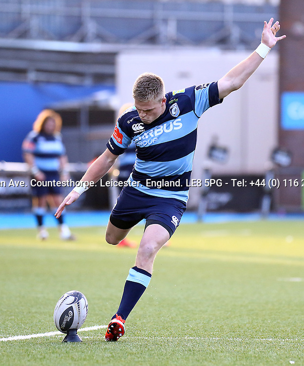 Guinness PRO12, BT Sport Cardiff Arms Park, Wales 10/1/2015<br /> Cardiff Blues vs Leinster <br /> Cardiff Blues' Gareth Anscombe converts his side's first try<br /> Mandatory Credit &copy;INPHO/Simon King