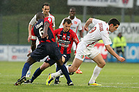 FOOTBALL - FRENCH CHAMPIONSHIP 2011/2012 - CLERMONT FOOT v CS SEDAN  - 4/05/2015 - PHOTO EDDY LEMAISTRE / DPPI - NICOLAS FAUVERGUE  (SEDAN) BETWEEN GUILLAUME MOULLEC AND EUGENE EKOBO (CFA)