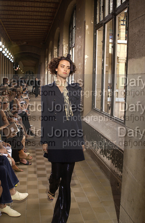 Chanel Haute Couture second show. Lycee Buffon. Paris. 10 July 2001. © Copyright Photograph by Dafydd Jones 66 Stockwell Park Rd. London SW9 0DA Tel 020 7733 0108 www.dafjones.com