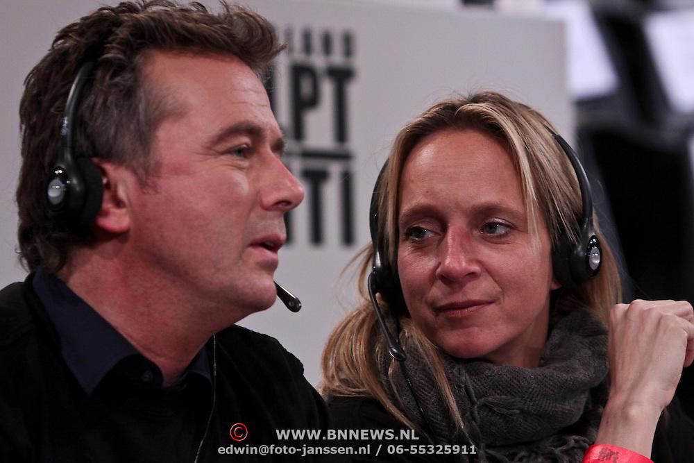 NLD/Hilversum/20100121 - Benefietactie voor het door een aardbeving getroffen Haiti, Floortje Dessing in gesprek met Bert van Leeuwen