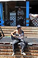"""Roma 1  Agosto 2009.Il cantautore romano  Alessandro Mannarino durante le riprese del videoclip """"Tevere Grand Hotel"""" titolo tratto da un brano del album  Bar della rabbia , dedicato al popolo Rom, girato al Campo Rom di Casilino 900"""