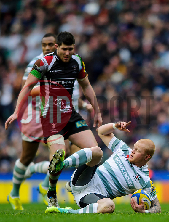 London Irish Full Back (#15) Tom Homer secures a loose ball during the first half of the match - Photo mandatory by-line: Rogan Thomson/JMP - Tel: Mobile: 07966 386802 29/12/2012 - SPORT - RUGBY - Twickenham Stadium - London. Harlequins v London Irish - Aviva Premiership - LV= Big Game 5.