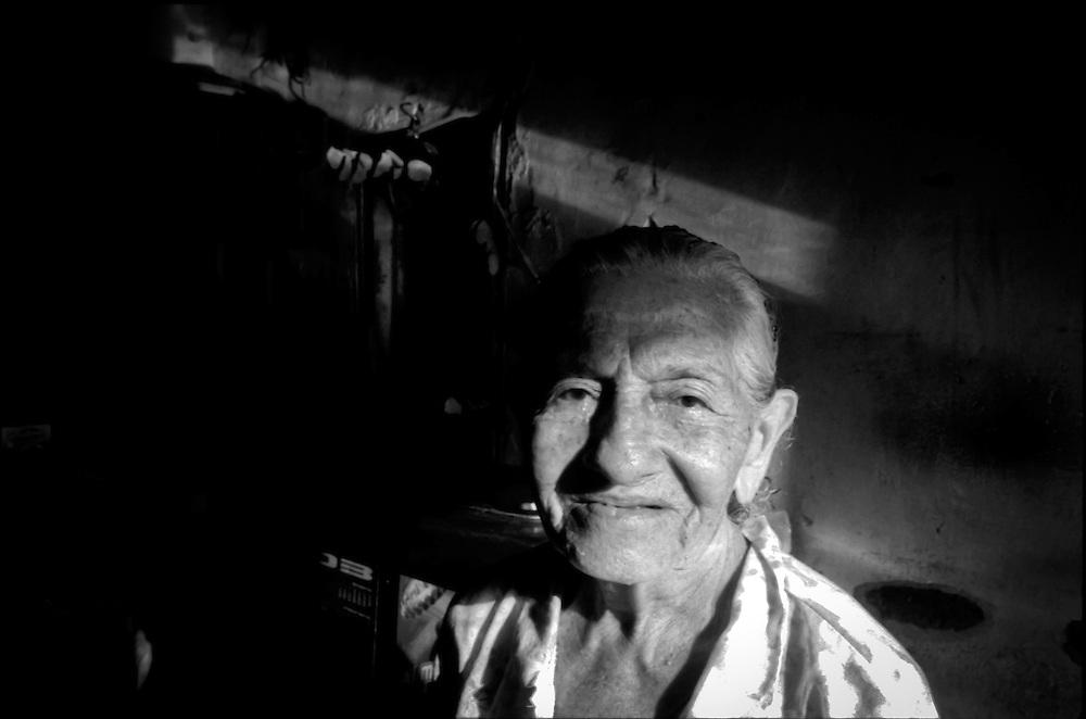 PORTRAITS / RETRATOS<br /> <br /> Sra. Luisa de Bello &quot;La Viejita&quot;<br /> Clarines, Estado Anzo&aacute;tegui - Venezuela 2003<br /> <br /> (Copyright &copy; Aaron Sosa)