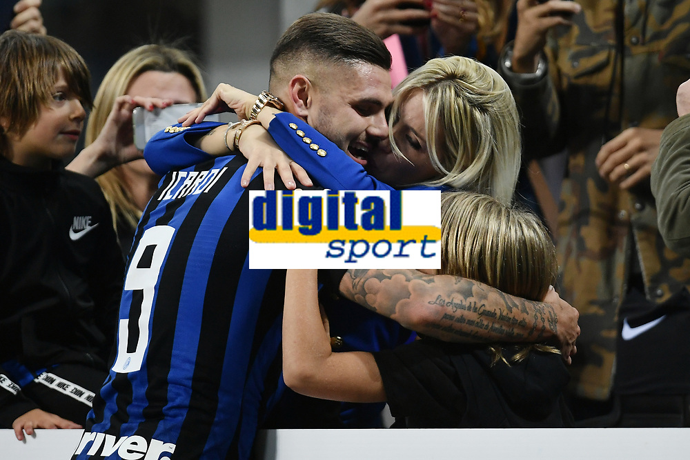 Mauro Icardi of Internazionale celebrates the victory with his wife Wanda Nara and his son at the end of the Serie A 2018/2019 football match between Fc Internazionale and AC Milan at Giuseppe Meazza stadium Allianz Stadium, Milano, October, 21, 2018 <br />  Foto Andrea Staccioli / Insidefoto