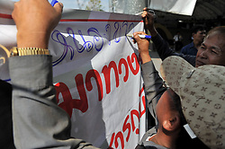 61029756<br />  Thai farmer writes slogans during a rally at the compound of Thailand s Commerce Ministry in Nonthaburi province, on the outskirts of Bangkok, Thailand, Feb. 7, 2014. Thai rice farmers who have gathered in protest of a delay in payments for their latest crop under the government s rice-pledging program on Friday drew a deadline for the government to pay before Feb. 15. 2014, Date Taken Friday, 7th February 2014. Picture by  imago / i-Images<br /> UK ONLY