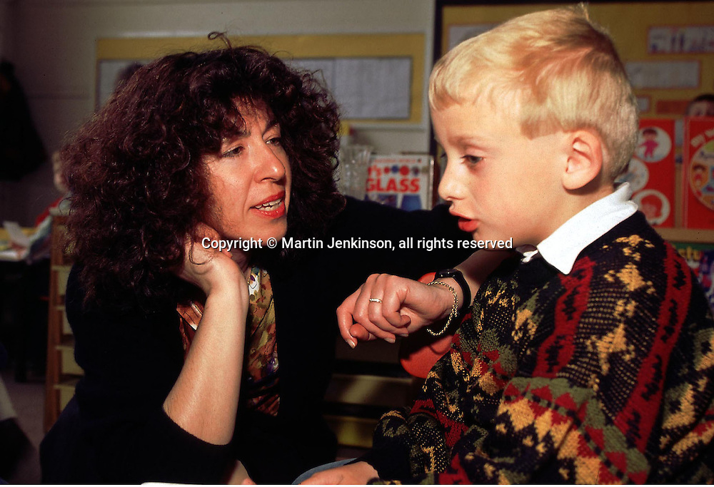 Primary (infant) Schoolteacher talking to pupul....© Martin Jenkinson tel 0114 258 6808  mobile 07831 189363 email martin@pressphotos.co.uk  NUJ recommended terms & conditions apply. Copyright Designs & Patents Act 1988. Moral rights asserted credit required. No part of this photo to be stored, reproduced, manipulated or transmitted by any means without prior written permission.