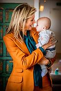 Koningin Maxima tijdens een werkbezoek aan het Babyhuis in Dordrecht. Stichting Babyhuis biedt opvan