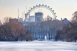 © Licensed to London News Pictures. 28/02/2018. London, UK. The lake in St James Park freezes over after heavy overnight snowfall as the 'Beast from the East brings freezing Siberian air to the UK. Photo credit: Rob Pinney/LNP