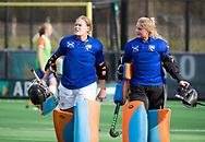 BLOEMENDAAL - keeper Diana Beemster (Bl'daal) met rechts keeper Danique Visser (Bl'daal)  . hockey hoofdklasse dames Bloemendaal-Den Bosch (0-6) . COPYRIGHT KOEN SUYK