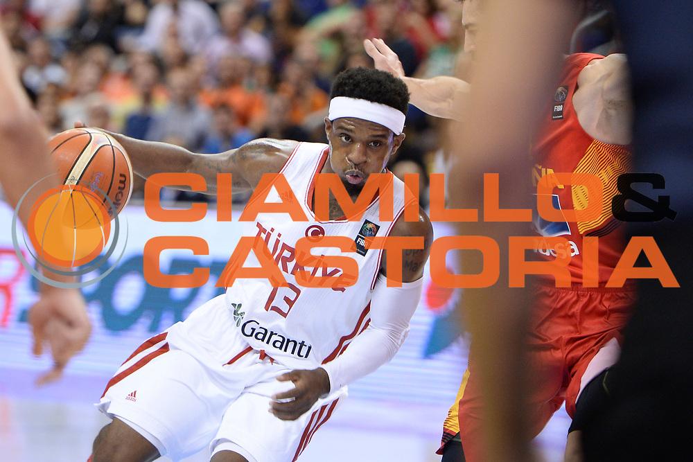 DESCRIZIONE: Berlino EuroBasket 2015 - <br /> Turkey Spain<br /> GIOCATORE: Bobby Dixon<br /> CATEGORIA: Palleggio curiosita<br /> SQUADRA: Turkey<br /> EVENTO: EuroBasket 2015 <br /> GARA: Berlino EuroBasket 2015 - Turkey vs Spain<br /> DATA: 06-09-2015 <br /> SPORT: Pallacanestro <br /> AUTORE: Agenzia Ciamillo-Castoria/I.Mancini <br /> GALLERIA: FIP Nazionali 2015 FOTONOTIZIA: Berlino EuroBasket 2015 - Turkey vs Spain