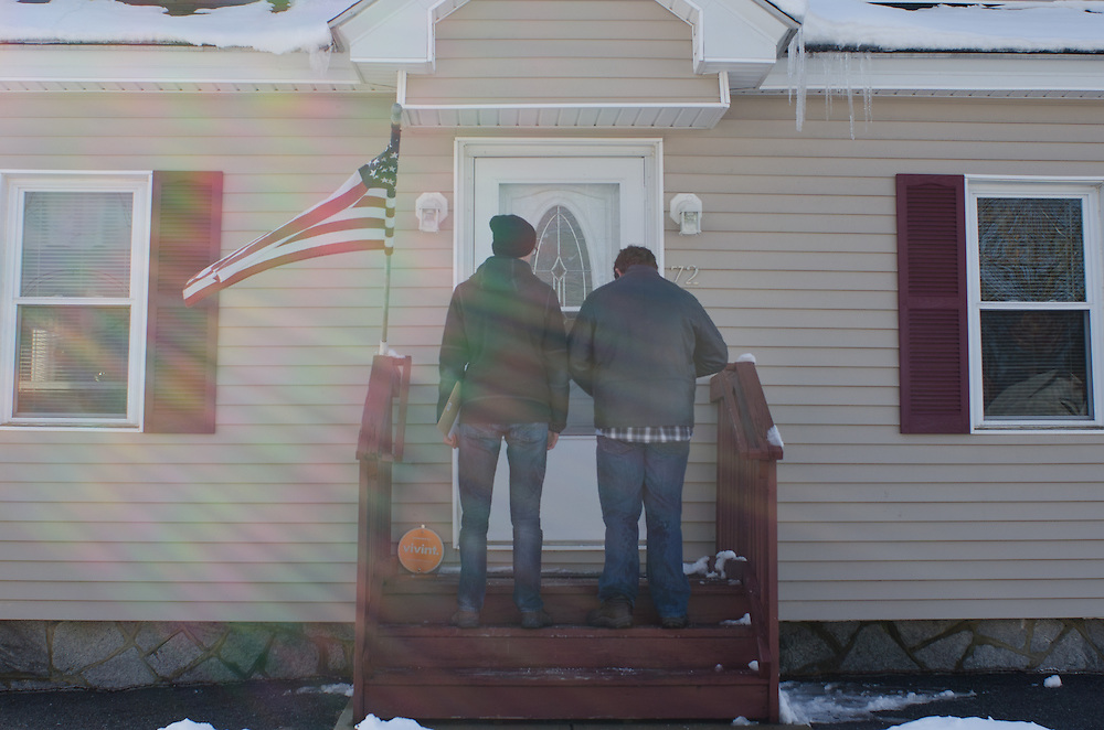 2016-02-06-Manchester, NH-Members of Tufts for Bernie canvass in Manchester, NH on Sunday February 6th before the state primary on Tuesday.  Nate Krinsky (left) and Zach Bernstein (right) wait for a Manchester resident to open their door (Alex Knapp / The Tufts Daily)