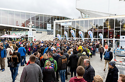 29.10.2016, Stadthalle, Wien, AUT, ATP Tour, Erste Bank Open, Halbfinale, im Bild Fans vor der Stadthalle // Supporters in front of the Stadthalle during the semifinal match of Erste Bank Open of ATP Tour at the Stadthalle in Vienna, Austria on 2016/10/29. EXPA Pictures © 2016, PhotoCredit: EXPA/ Sebastian Pucher