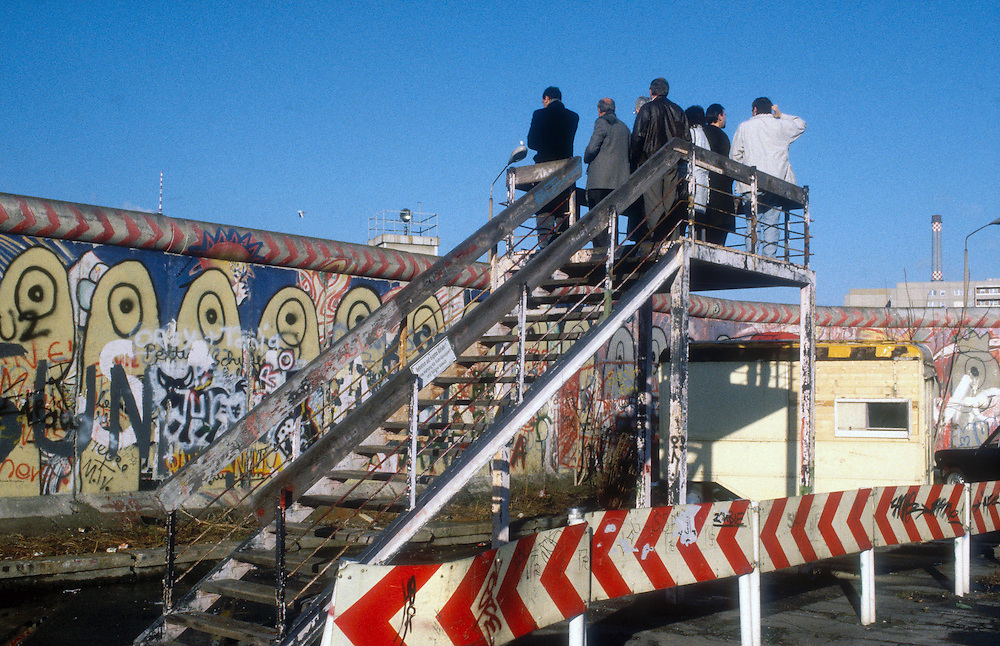 Germany - Deutschland - Fall of the Berlin Wall, Europe, former GDR, border guards, entry point Brueckenschlag, soldier, history, German reunification, East Germany, German unity, November 1989<br />