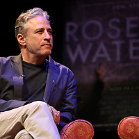 Director Jon Stewart speaks with Iranian Canadian journalist Maziar Bahari and Professor Mark Danner at the Berkeley Repertory Theatre about the film Rosewater, on Tuesday, Oct 21, 2004. (Photo/Alex Menendez/ UC Berkeley Graduate School of Journalism)