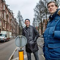 Nederland, Amsterdam, 17 februari 2017.<br /> De Nedelandse architect Rem Koolhaas bekijkt en beschrijft de verkeersader die door de Lairessestraat loopt.<br /> Rechts Willem van Lynden, oprichter MediaMaze, een bedrijf bestaande uit specialisten bij uitstek gekwalificeerd om particulieren en bedrijven te helpen hun online reputatie te beschermen of te herstellen.<br /> <br /> <br /> <br /> Foto: Jean-Pierre Jans