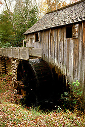 TN: Tennessee Great Smoky Mountains National Park, Mtns, Cades Cove, Cable Mill        .Photo Copyright: Lee Foster, lee@fostertravel.com, www.fostertravel.com, (510) 549-2202.Image: tnsmok208