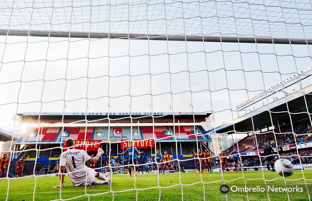 STOCKHOLM 2011-06-20<br /> ALLSVENSKAN FOTBOLL DJURG&Aring;RDEN VS SYRIANSKA FC.<br /> I bild:Joona Toivio g&ouml;r 2-0 p&aring; straff.