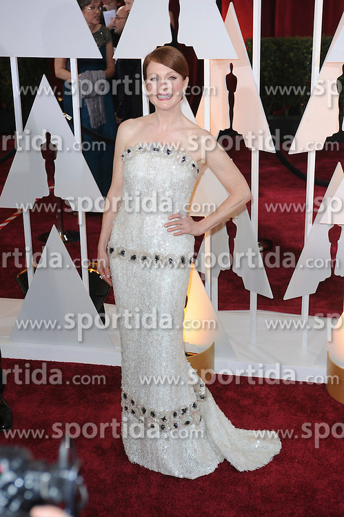 22.02.2015, Dolby Theatre, Hollywood, USA, Oscar 2015, 87. Verleihung der Academy of Motion Picture Arts and Sciences, im Bild Julianne Moore // attends 87th Annual Academy Awards at the Dolby Theatre in Hollywood, United States on 2015/02/22. EXPA Pictures &copy; 2015, PhotoCredit: EXPA/ Newspix/ PGMP<br /> <br /> *****ATTENTION - for AUT, SLO, CRO, SRB, BIH, MAZ, TUR, SUI, SWE only*****