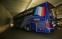 Feature 24 Stunden FINALE Italien - Frankreich          1:50 Uhr Abfahrt des franzoesischen Mannschaftbus nach dem WM Finale.