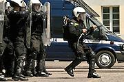 30.05.2006 Piaseczno Policyjne oddzialy prewencji w koszarach w Piasecznie. Fot. Piotr Gesicki. Prevention police exercises in Warsaw Poland photo Piotr Gesicki