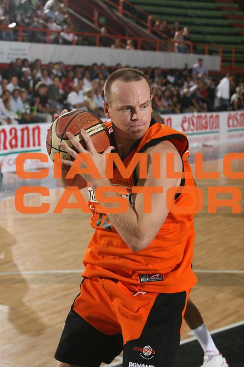 DESCRIZIONE : Caserta Lega A1 2007-08 Torneo Citt&agrave; di Caserta Pepsi Caserta Snaidero Udine<br /> GIOCATORE : Mike Penberthy<br /> SQUADRA : Snaidero Udine<br /> EVENTO : Campionato Lega A1 2007-2008 <br /> GARA : Pepsi Caserta Snaidero Udine<br /> DATA : 16/09/2007 <br /> CATEGORIA : Rimbalzo<br /> SPORT : Pallacanestro <br /> AUTORE : Agenzia Ciamillo-Castoria/M.Marchi<br /> Galleria : Lega Basket A1 2007-2008 <br /> Fotonotizia : Caserta Campionato Italiano Lega A1 2007-2008 Torneo Citt&agrave; di Caserta Pepsi Caserta Snaidero Udine<br /> Predefinita :