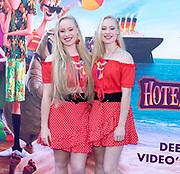 2018, 15 Juli. Pathe ArenA, Amsterdam. Premiere van Hotel Transsylvanie 3. Op de foto: Mylene en Rosanne Waalewijn
