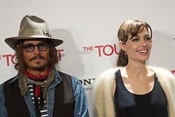 16.12.2010, Villamagna Hotel, Madrid, ESP. The Tourist Photocall in Madrid, im Bild Actress Angelina Jolie and actor Johnny Depp attend 'The Tourist' photocall at Villamagna Hotel on December 16, 2010 in Madrid, Spain, EXPA Pictures © 2010, PhotoCredit: EXPA/ Alterphotos/ Cesar Cebolla / ALFAQUI