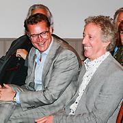 NLD/Haarzuilens /20130415 - Uitreiking verzamelbox Kunt u me de weg naar Hamelen vertellen, meneer?, Albert Verlinde en Hans van Willigenburg