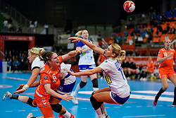 13-12-2019 JAP: Semi Final Netherlands - Russia, Kumamoto<br /> The Netherlands beat Russia in the semifinals 33-22 and qualify for the final on Sunday in Park Dome at 24th IHF Women's Handball World Championship / Laura van der Heijden #6 of Netherlands, Vladlena Bobrovnikova #17 of Russia