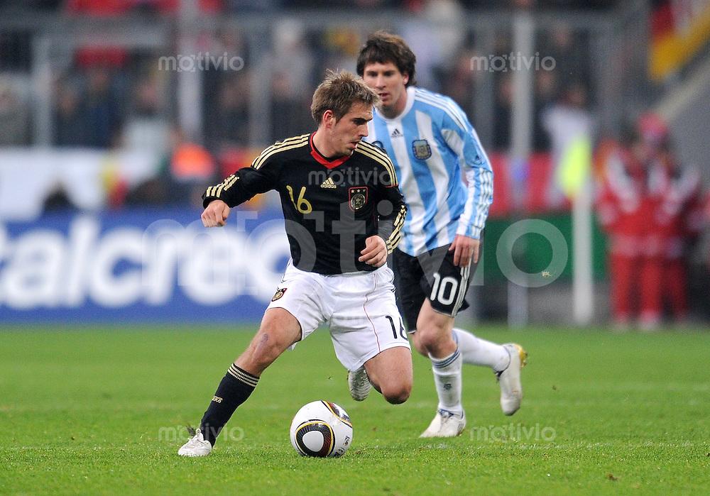 Fussball International, Deutsche Nationalmannschaft  Deutscher Fussballbund, Deutschland - Argentinien 03.03.2010 Philipp Lahm (li, GER) gegen Lionel Messi (re, ARG)