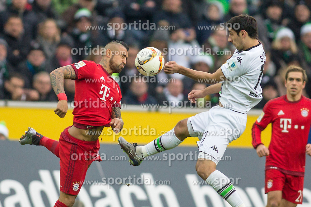 05.12.2015, Stadion im Borussia Park, Moenchengladbach, GER, 1. FBL, Borussia Moenchengladbach vs FC Bayern Muenchen, 15. Runde, im Bild Arturo Vidal (FC Bayern Muenchen #23) und Lars Stindl (Borussia Moenchengladbach #13) // during the German Bundesliga 15th round match between Borussia Moenchengladbach and FC Bayern Muenchen at the Stadion im Borussia Park in Moenchengladbach, Germany on 2015/12/05. EXPA Pictures &copy; 2015, PhotoCredit: EXPA/ Eibner-Pressefoto/ Sch&uuml;ler<br /> <br /> *****ATTENTION - OUT of GER*****