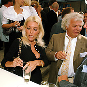 NLD/Amsterdam/20070606 - Wegener Haringparty Hilton 2007, judith osborn in gesprek met Eddy de Kroes