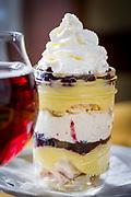 En sur&ouml;l och efterr&auml;tten 'Blueberry Lemon Curd Jar' p&aring; Cascade Brewings krog The Barrel House i Portland, Oregon. <br /> Foto: Christina Sj&ouml;gren