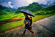 A mother and child from the H'mong tribe treks through the Ho&agrave;ng Li&ecirc;n Son Mountains of northwestern Vietnam near the old French hill station of Sa Pa.  <br />