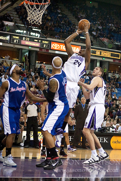 February 28, 2010; Sacramento, CA, USA;  Sacramento Kings forward Carl Landry (24) shoots over Los Angeles Clippers forward Drew Gooden (0) and guard Baron Davis (1) during the fourth quarter at the ARCO Arena.  Sacramento defeated Los Angeles 97-92.