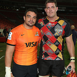 PORT ELIZABETH, SOUTH AFRICA - MAY 27: Agustín Creevy (captain) of the Jaguares with Steven Sykes (captain) of the Southern Kings during the Super Rugby match between Southern Kings and Jaguares at Nelson Mandela Bay Stadium on May 27, 2016 in Port Elizabeth, South Africa. (Photo by Steve Haag/Gallo Images)