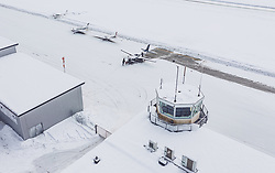 THEMENBILD - Flugzeuge am Rollfeld mit dem Hangar und dem Hauptgebäude mit Tower am Flugplatz Zell am See (LOWZ), hier dürfen Flugzeuge bis maximal 5,7 Tonnen Gesamtgewicht landen, aufgenommen am 24. 01 2019 in Zell am See, Oesterreich // Airplanes on the runway with the hangar and the main building with tower at the airfield Zell am See (LOWZ), here aircraft may land up to a maximum of 5.7 tons total weight in Zell am See, Austria on 2019/01/24. EXPA Pictures © 2019, PhotoCredit: EXPA/ JFK