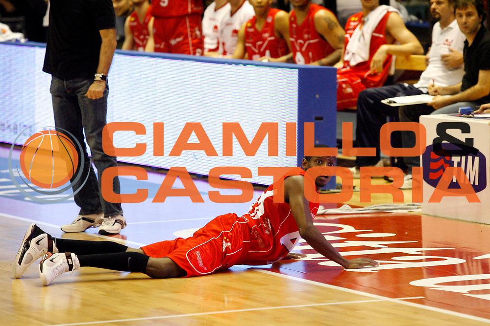 DESCRIZIONE : Biella Lega A 2008-09 Playoff Semifinale Gara 4 Angelico Biella Armani Jeans Milano<br /> GIOCATORE : Hollis Price<br /> SQUADRA : Armani Jeans Milano<br /> EVENTO : Campionato Lega A 2008-2009 <br /> GARA : Angelico Biella Armani Jeans Milano<br /> DATA : 04/06/2009<br /> CATEGORIA : Delusione<br /> SPORT : Pallacanestro <br /> AUTORE : Agenzia Ciamillo-Castoria/E.Pozzo