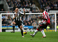 Photo: Andrew Unwin.<br /> Newcastle United v Sheffield United. The Barclays Premiership. 04/11/2006.<br /> Newcastle's Stephen Carr (L) looks to block Sheffield United's Mikele Leigertwood (R).